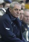 Fulham opponenent's sack manager Smith